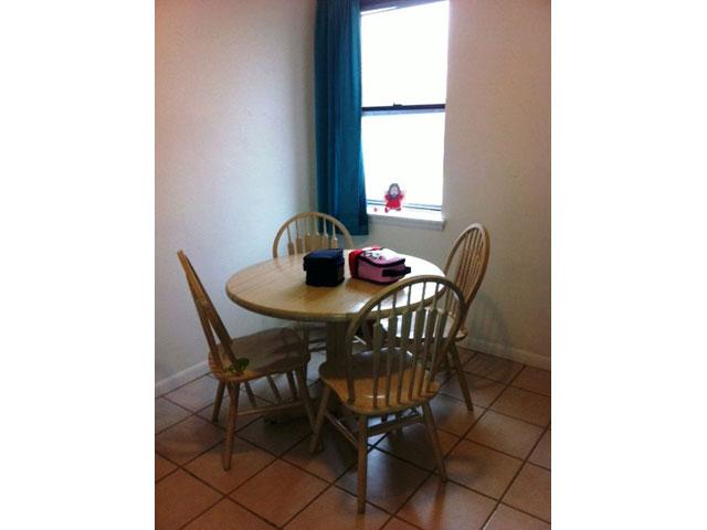 3rd-Floor-N-Carlisle-St-Kitchen-Table