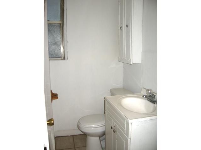 735 N 43rd St. – Bathroom 2