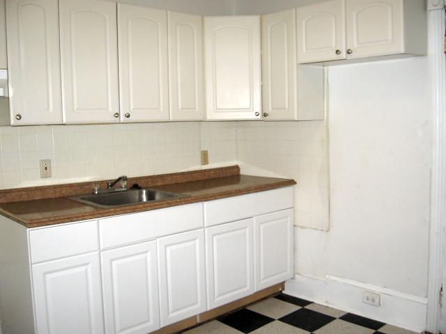 735 N 43rd St. – Kitchen